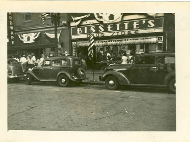 Bissettes_Drug_Store_c1930